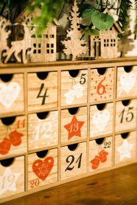 calendrier de l'avent en bois traditionnel
